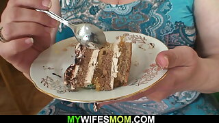 Wife caught him fucking her huge old mummy