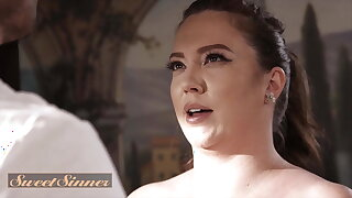 Chubby Stunner Maddy O'Reilly Has Her Beaver Fucked