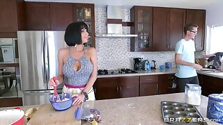 Brazzers - Veronica Avluv  - Mommy Got Boobs