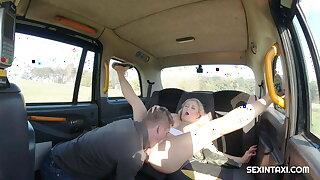 Horny blonde demonstrated tits and more to taxi driver
