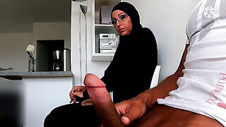 I take my cock out in the waiting apartment in front of her...