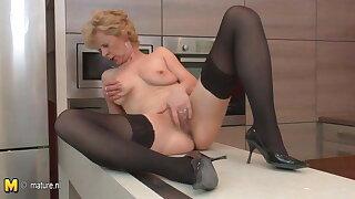 Ugly mature slut loves to jack in her kitchen