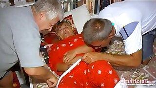 OmaHoteL 2 Guys Toying with 1 Hairy Grandma