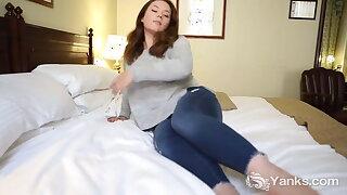 Chesty Yanks Honey Kimberlee Rose Pounds Her Vibrator